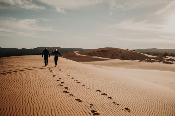 couple on sand dallin-hassard-1259896-unsplash